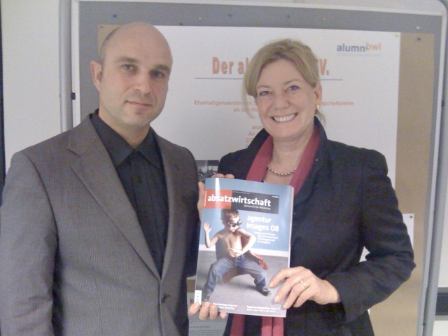 Michael Paul und Heike Simmet im Labor Marketing und Multimedia (MuM)